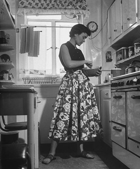 Retro mom kitchen modern reject for Classic 50s housewife