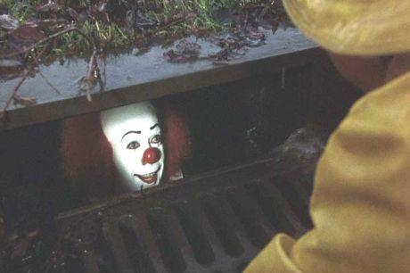 clown-sewer-untouchable